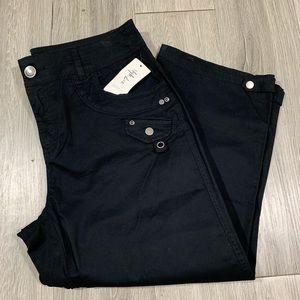 Style & CO Deep Black Mid Rise Capris size 8